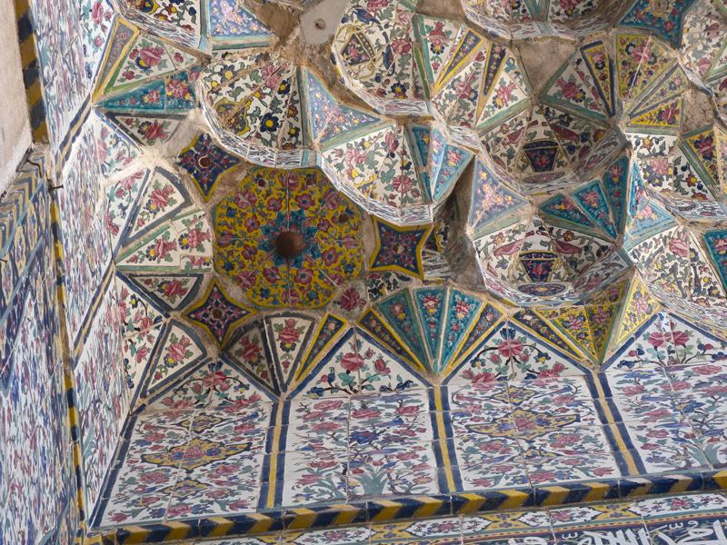مقرنس کاری گوشه ایوان مسجد وکیل شیراز