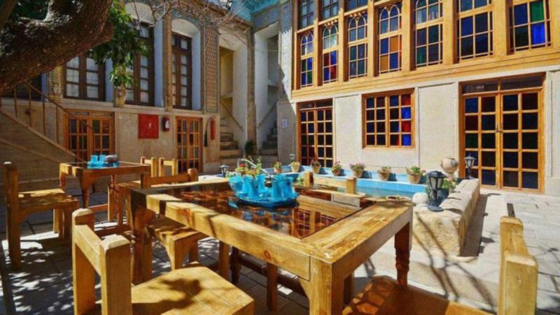 اقامتگاه سنتی گل طاها شیراز