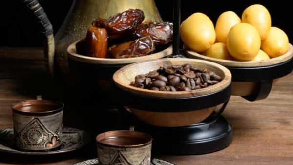 قهوه عمانی با خرما